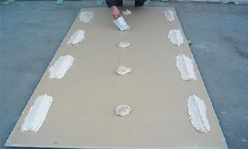 подготовка листа гипсокартона к креплению к стене