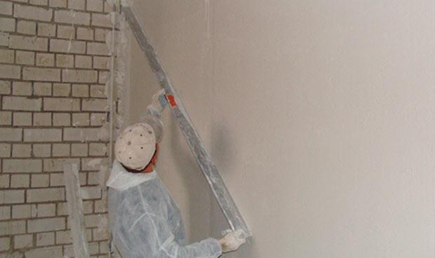 Выравнивание стен гипсовой смесью